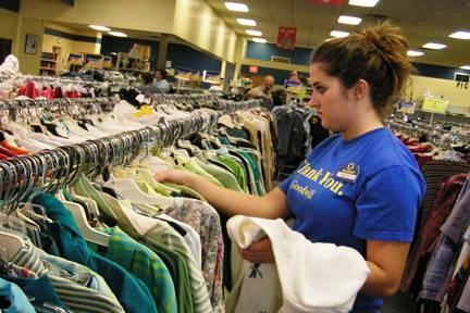 Clasificadora de ropa en HUMANA.